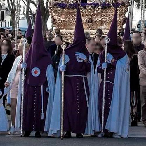 Tunica-nazarena-de-la-hermandad-De-Torreblanca-de-Sevilla
