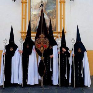 Tunica-nazarena-de-la-hermandad-El-Museo-de-Sevilla