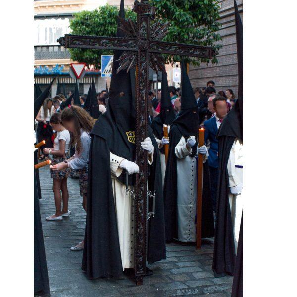 Tunica nazarena de la hermandad Jesus despojado de domingo de ramos de Sevila