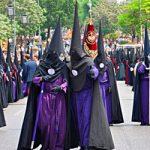 Tunica-nazarena-de-la-hermandad-Los-panaderos-Sevilla-Miercoles-Santo