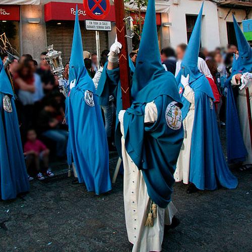 Tunica-nazarena-de-la-hermandad-San-Esteban-de-Sevilla