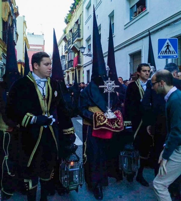 Tunica-nazarena-de-la-hermandad-Vera-cruz-de-Sevilla