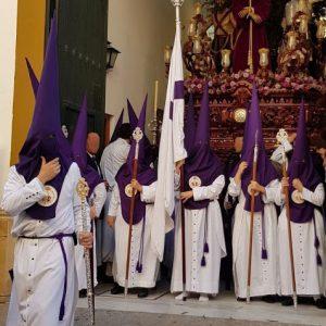 Tunica nazarena de la hermandad de Bellavista de Sevilla