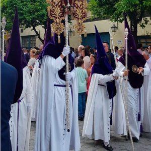 Tunica-nazarena-de-la-hermandad-de-La-Estrella-de-Sevilla