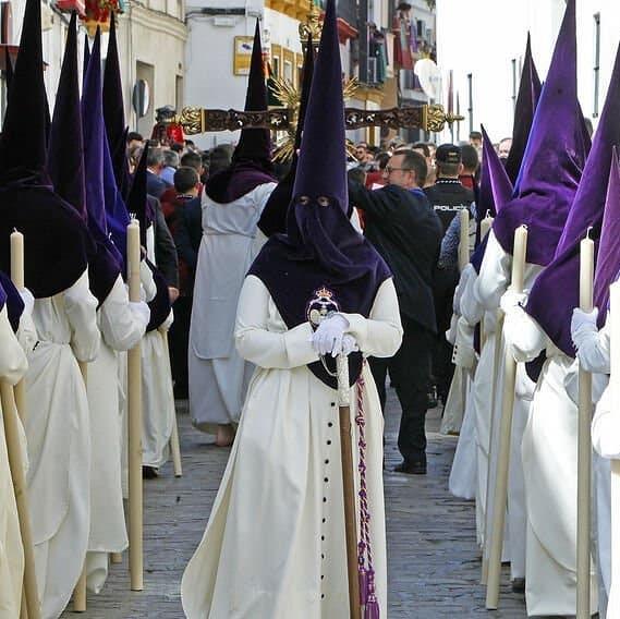 Tunica nazarena de la hermandad la Redencion de Sevilla